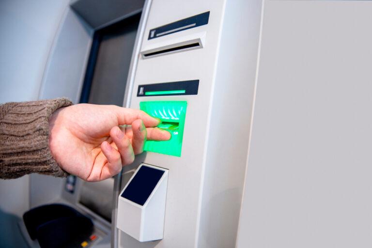 putting credit card in ATM machine
